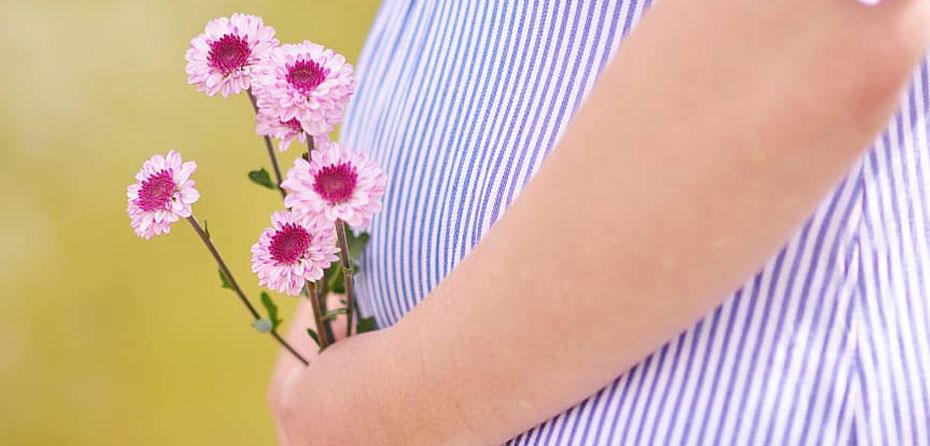 بوی بدن در بارداری دلایل و راه های طبیعی برای مقابله با آن